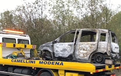 Modena, trovato corpo carbonizzato dentro un'auto