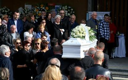 Milano, i funerali di Leonardo, il bimbo caduto a scuola