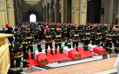 Alessandria, 1.500 vigili ai funerali dei tre colleghi. FOTO