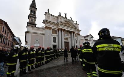 Esplosione Alessandria, i funerali dei vigili del fuoco