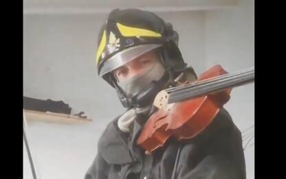 Esplosione Alessandria, omaggio con violino ai vigili del fuoco. VIDEO