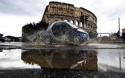 Maltempo a Roma, alberi caduti e allagamenti in varie zone della città