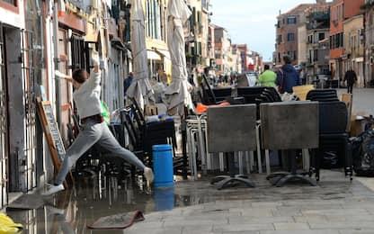 Venezia, negozianti in ginocchio dopo acqua alta. FOTO