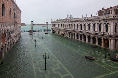 Acqua alta a Venezia, il Comune: attenzione a messaggi fake sui social