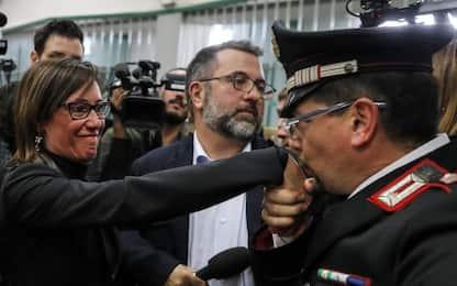 """Ilaria Cucchi: """"Baciamano da un carabiniere vero"""""""