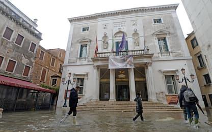 Venezia, dopo l'acqua alta riapre il teatro La Fenice