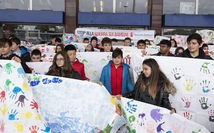Roma, il flash mob per dire no alla guerra sui bambini. FOTO