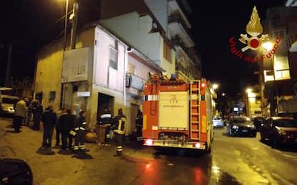 Reggio Calabria, esplosione in negozio: feriti 5 pompieri e 2 agenti