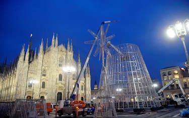 0Agenzia_Fotogramma_milano_piazza_duomo_albero_natale_metallo