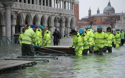 Venezia, nuovo picco di acqua alta: 130 cm. FOTO