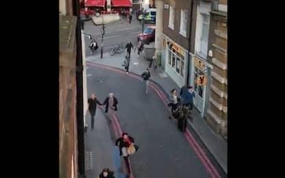 Allarme a Londra, passanti in fuga dal London Bridge. VIDEO