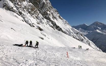 Valanga Monte Bianco, morti 2 sciatori: le foto dei soccorsi