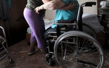 In Italia 204mila disabili vivono soli. Uno su 4 si paga i servizi