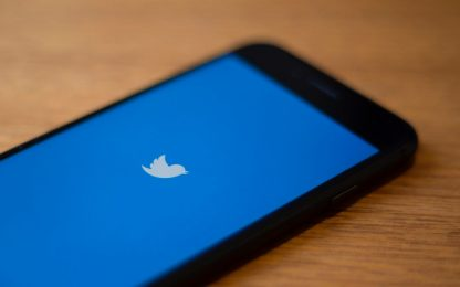 Twitter, le reazioni con emoji arrivano nei messaggi diretti