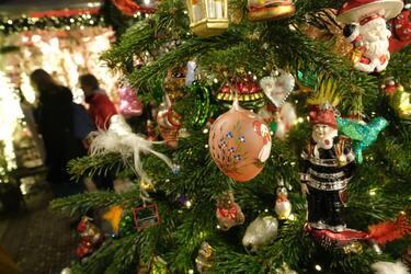 GettyImages-Albero_Natale_decorazioni_varie