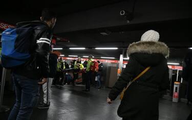 hero-frenata-metro-milano-feriti-fotogramma