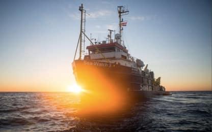 Migranti, Sea Watch vince l'appello. Torna in mare la nave di Carola