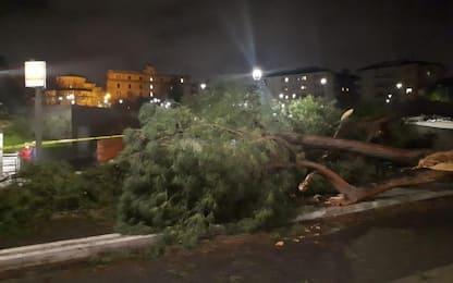 Maltempo, ancora temporali e nubifragi. Un morto a Napoli