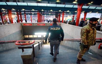Milano, allarme bomba in metro a Cadorna: stazione chiusa per mezz'ora