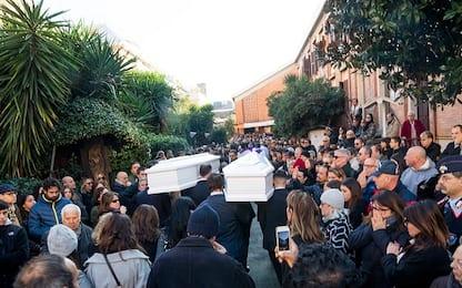 Roma, chiesa gremita per i funerali di Gaia e Camilla. VIDEO