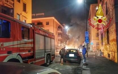 Milano, accerchiarono pompieri a Capodanno: 9 indagati