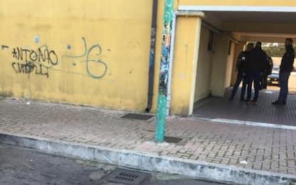 Pescara, 35enne ucciso sul pianerottolo: fermato il presunto killer