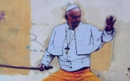 Papa Francesco in stile Kill Bill, rimosso murales a Roma