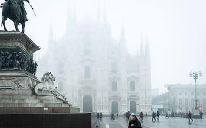 Lombardia, Pm10 ancora alta: smog e nebbia a Milano. FOTO