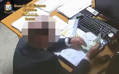 Catanzaro, arrestato un magistrato per corruzione in atti giudiziari