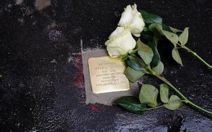 Milano, le pietre d'inciampo per le vittime Shoah. FOTO