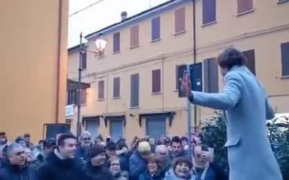 Salvini ironizza su un ragazzo con Dsa, Sardine: è cyberbullismo