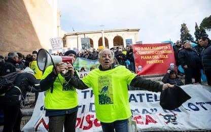 Roma, protesta contro discarica Monte Carnevale. FOTO-VIDEO