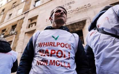 Whirlpool, protesta a Napoli: operai bloccano raccordo autostradale