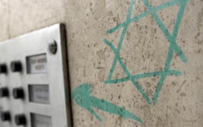 Bologna, stella di David sulla porta di discendente famiglia deportata