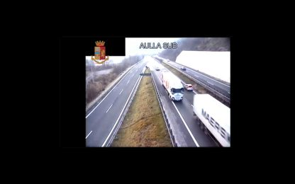 Massa Carrara, 90enne prende autostrada in contromano. FOTO