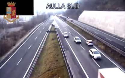 Massa Carrara, 90enne contromano in autostrada. VIDEO