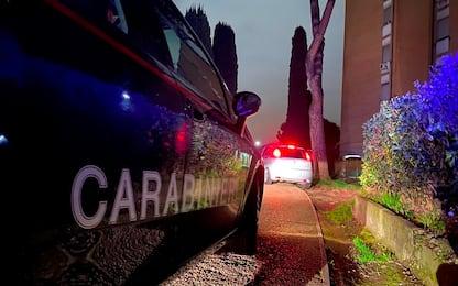Bombe a mano tra la biancheria sporca: arrestato operaio nel Torinese