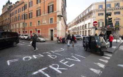 Roma, false indicazioni per la Fontana di Trevi. FOTO
