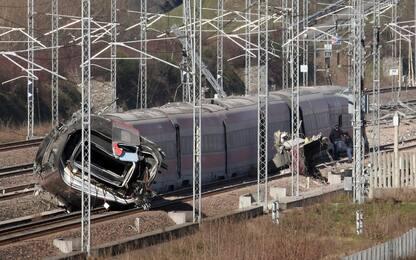 Treno deragliato a Lodi: rimossi dai binari i primi due vagoni. VIDEO