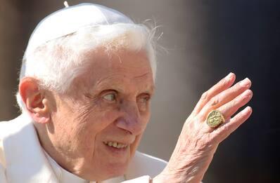 Il Papa emerito Benedetto XVI malato, grave infezione al viso