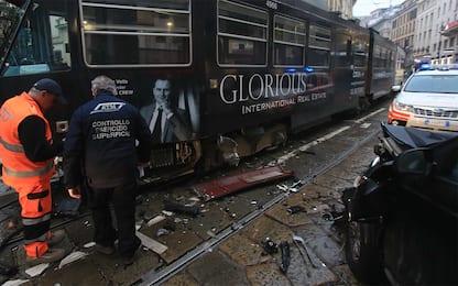 Milano, un tram si scontra con auto in via Torino. FOTO