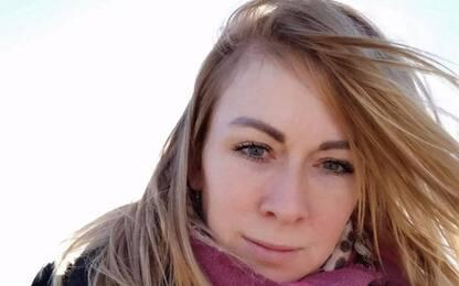 Sassari, uccisa a coltellate nel bar davanti alle figlie: fermato l'ex