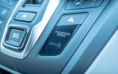 Esplode airbag in tamponamento, muore neonato: era sul sedile davanti