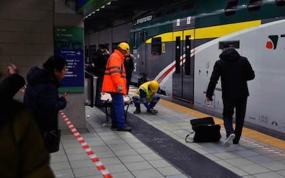 Passante ferroviario di Milano, uomo incastrato tra treno e banchina