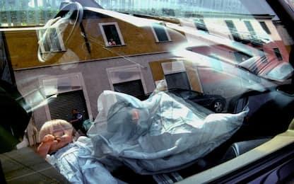 Neonato morto dopo scoppio airbag in incidente: indagati i genitori