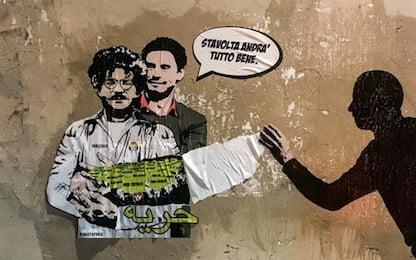 Roma, Regeni abbraccia Zaki: l'artista Laika riattacca murales. VIDEO