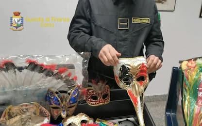 Como, sequestrati 100mila gadget e maschere Carnevale. FOTO