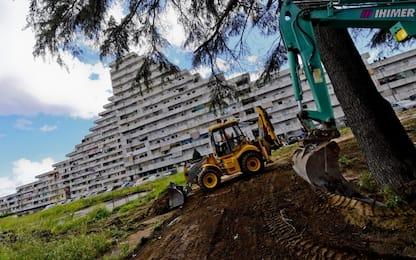 Napoli, al via la demolizione della Vela Verde di Scampia. VIDEO