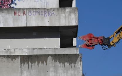 Napoli, studenti in corteo per demolizione della Vela Verde di Scampia