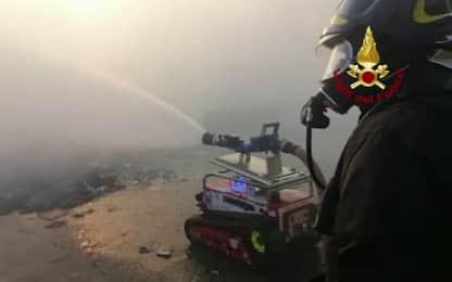 Roma, l'intervento di un robot-pompiere. VIDEO